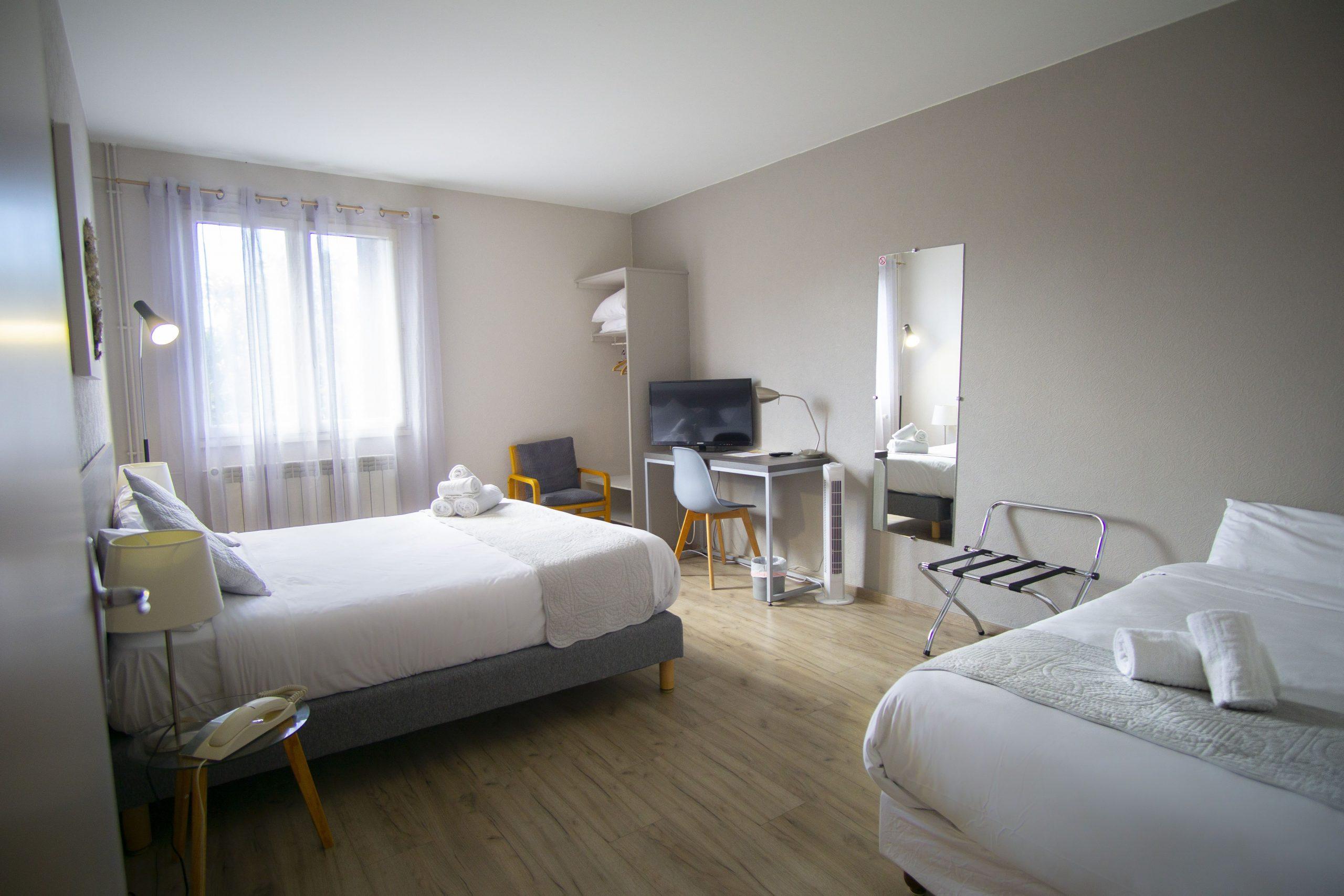 Chambre triple hôtel pyrène